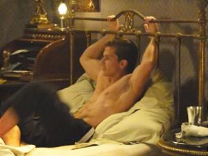 Umberto assiste babando (Foto: Lado)