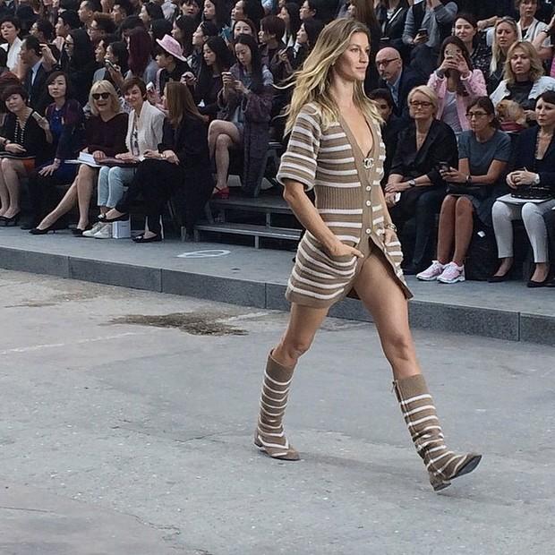Gisele Bündchen desfila na semana de moda de Paris, na França (Foto: Instagram/ Reprodução)