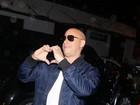 Vin Diesel faz coraçãozinho para fãs e curte balada em São Paulo