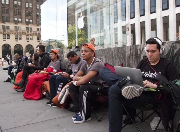 Fila para comprar o iPhone começa a se formar em Nova York (Foto: Don Emmert/AFP)