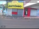Comerciante volta a pendurar faixa após roubo e pede produtos a ladrão
