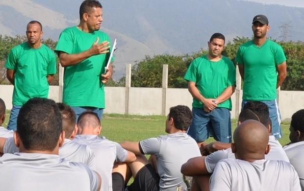 Emanuel Sacramento conversa com o elenco do Boavista (Foto: ASCOM/Boavista)
