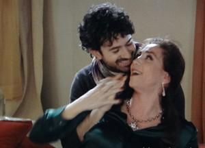 Ops... Parece que os dois se deram mais do que bem, né?! (Foto: Sangue Bom/TV Globo)