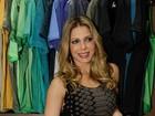 De vestido curto, Sheila Mello prestigia inauguração de loja em SP