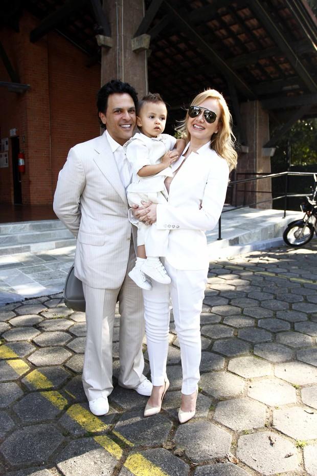 Eliana com o filho e o marido (Foto: Paduardo / AgNews)