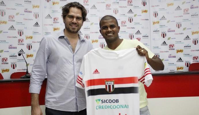 Henrique, meia do Botafogo-SP (Foto: Rogério Moroti/ Ag Botafogo)