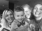 Ana Hickmann posa feliz ao lado do filho e das irmãs: 'Sorriso da família'