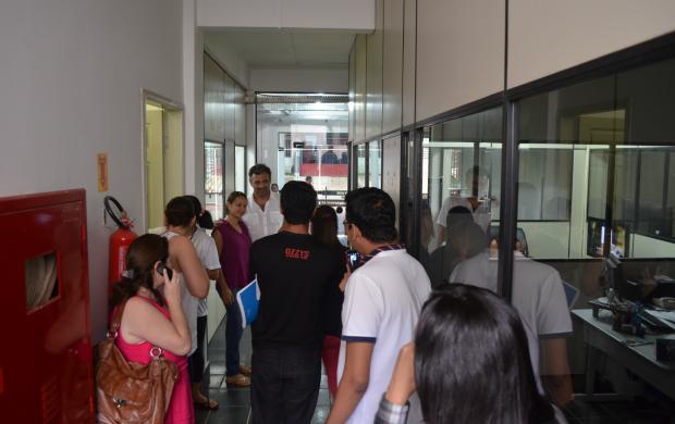 Domingos nos corredores da TV Acre (Foto: Thiago Cabral)