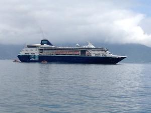 Primeiro cruzeiro marítimo da temporada chega a Ilhabela (Foto: Verônica Mendes/G1)