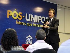 Procurador de Justiça de Minas Gerais, Nelson Rosenvald ministrou ao Aula Magna dos cursos de Especialização da Escola de Direito da Unifor (Foto: Ares Soares/Unifor)