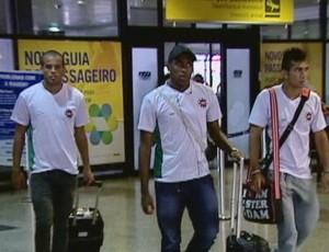 Ipatinga chega a Porto Alegre para enfrentar o Grêmio na Copa do Brasil (Foto: Reprodução/RBS TV)