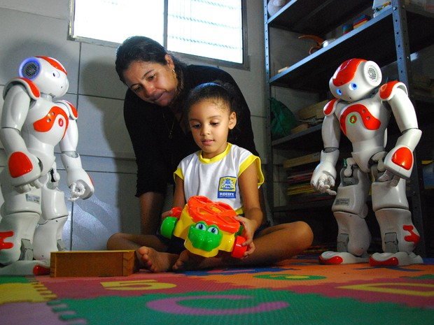 Aulas de robótica para estudantes autistas da rede municipal são um dos destaques da programação (Foto: Inaldo Lins/Divulgação)