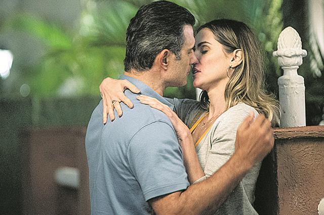 Marcos Pasquim (Ricardo) e Deborah Secco (Tânia) gravam 'Malhação' (Foto: TV Globo/Maurício Fidalgo)