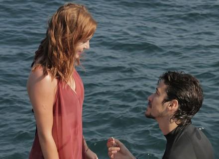 Vicente se declara e pede a mão de Isabela em casamento