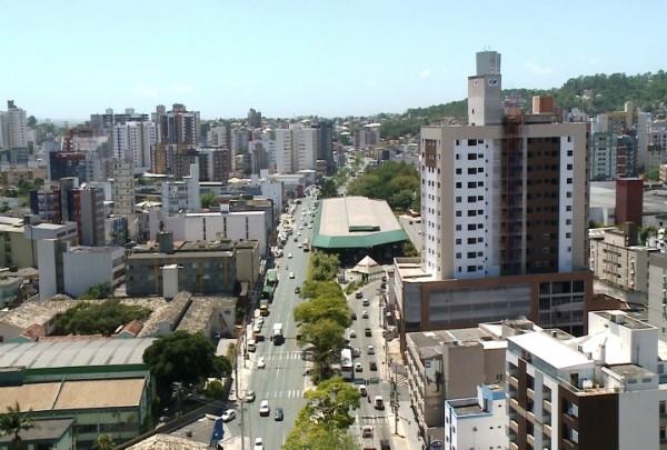 Jornal do Almoço da região será ancorado da Praça Nereu Ramos, em Criciúma, nesta terça-feira (Foto: Reprodução/RBS TV)