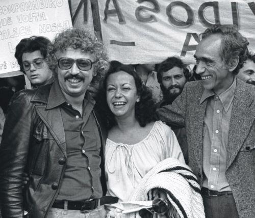 Foto (Foto: Theotonio dos Santos (à esquerda) com Vânia Bambirra e Betinho em 1979, na volta do exílio (Arquivo))