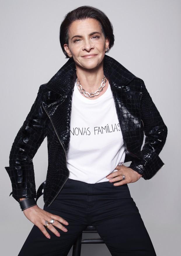 Marina veste uma das camisetas feitas em parceria com a marca basico.com (Foto: Getty Images e Divulgação)