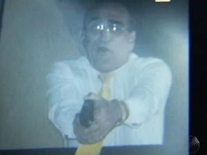 MST invade sede da SSP no CAB; funcionário da casa atira contra grupo (Foto: Reprodução / TV Bahia)