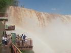 Chuvas elevam volume de água das Cataratas do Iguaçu em seis vezes