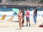 Juliana Paes grava 'Totalmente demais' de maiô em praia do Rio