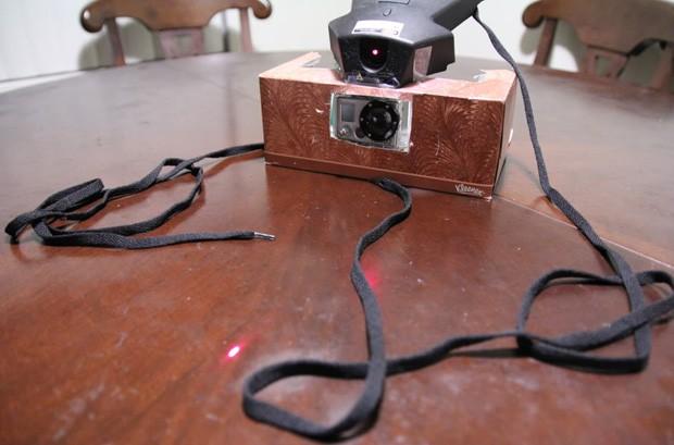 Fotografia feita pelo usuário mostra o equipamento caseiro usado na filmagem (Foto: Divulgação)
