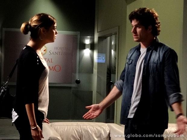 Bento não leva em conta o que a it-girl fala (Foto: Sangue Bom/TV Globo)