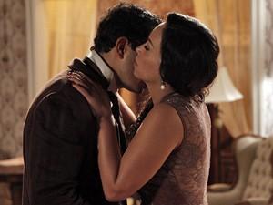 Os dois se beijam pela última vez...