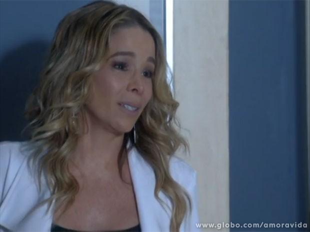 Amarilys só sai de casa sob uma condição (Foto: Amor à Vida/TV Globo)