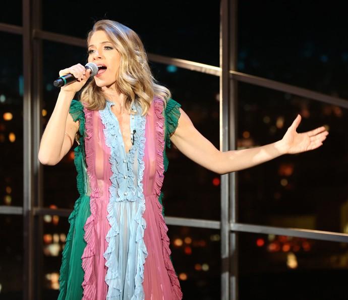 Letícia Spiller canta no Programa do Jô (Foto: Carol Caminha/Gshow)