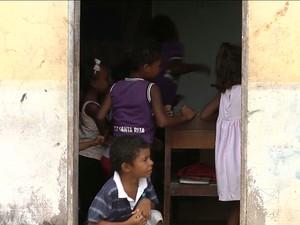 Crianças estudam em condições precárias (Foto: Reprodução / TV Mirante)