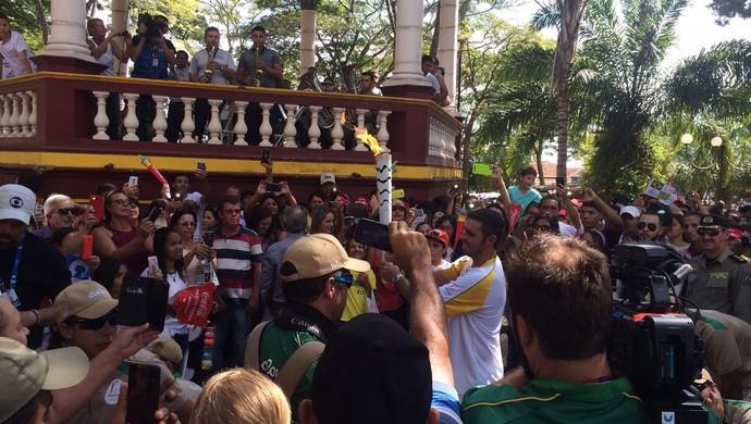 Tocha olímpica em Ipameri (Foto: Fernando Vasconcelos/GloboEsporte.com)