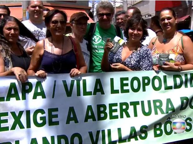Moradores protestam pela reabertura de parque na Vila Leopoldina (Foto: Reprodução/TV Globo)