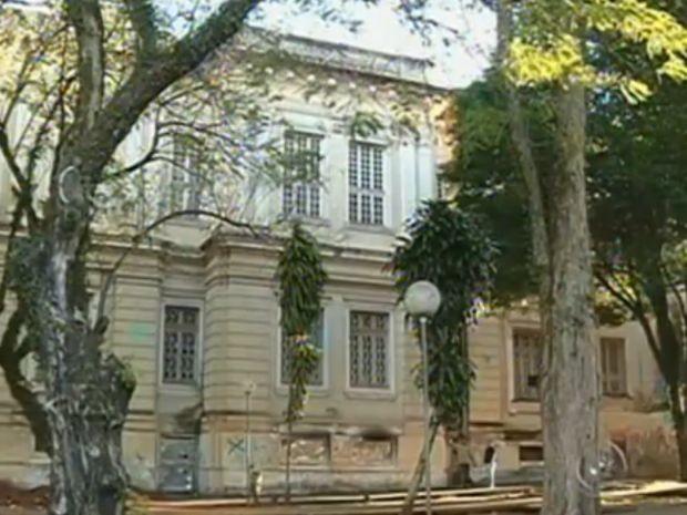 Prédio onde vai funcionar a Pinacoteca foi projetado há mais de 100 anos  (Foto: reprodução/TV Tem)