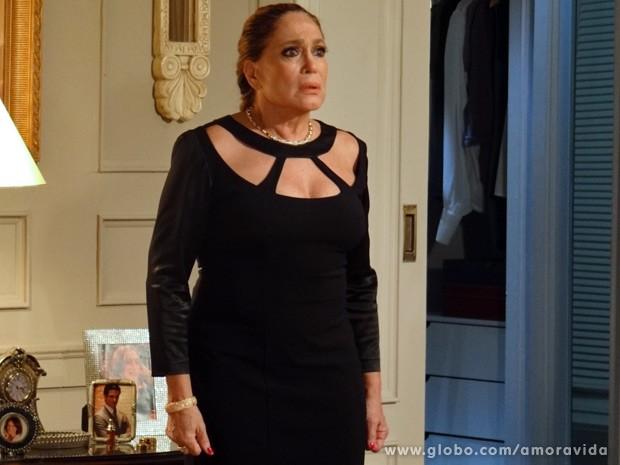 Pilar fica assustada com o papo (Foto: Amor à Vida / TV Globo)