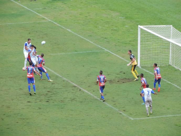 Ambos as equipes criam boas chances, mas não conseguiram convertê-las em gols (Foto: Murilo Rincon / GloboEsporte.com)