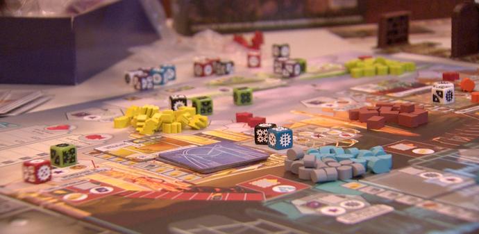 Os boards games ou jogos de tabuleiro são opções de  jogos que fogem do mundo virtual (Foto: Divulgação / TV Gazeta ES)
