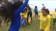 Aracaju passa a ter praia acessível para pessoas com deficiência