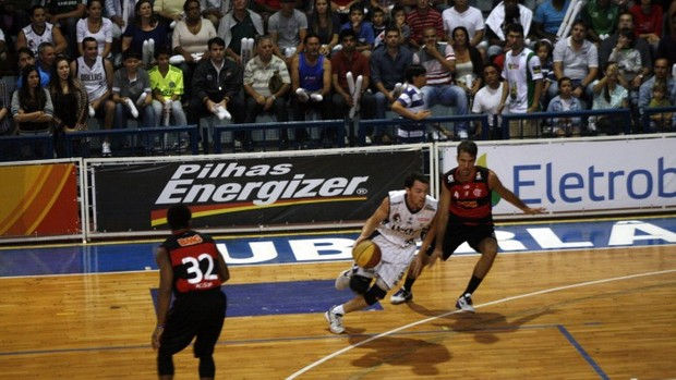 NBB:Uberlândia Flamengo, quarto jogo playoff (Foto: LNB/Raphael Oliveira)