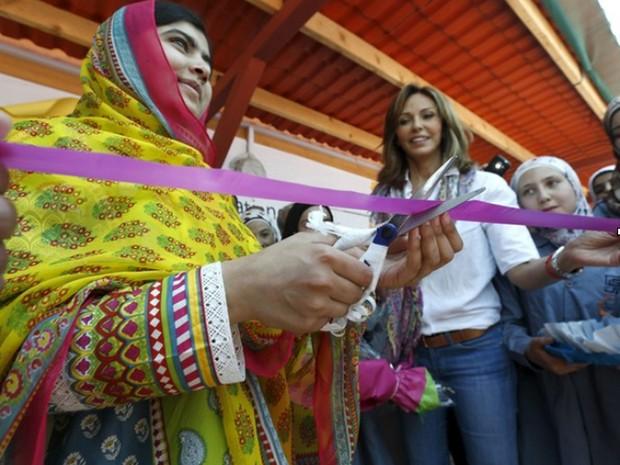 Malala Yousafzai comemorou seu aniversário de 18 anos no Líbano neste domingo (12) abrindo uma escola para garotas sírias refugiadas  (Foto: Reuters/Jamal Saidi)