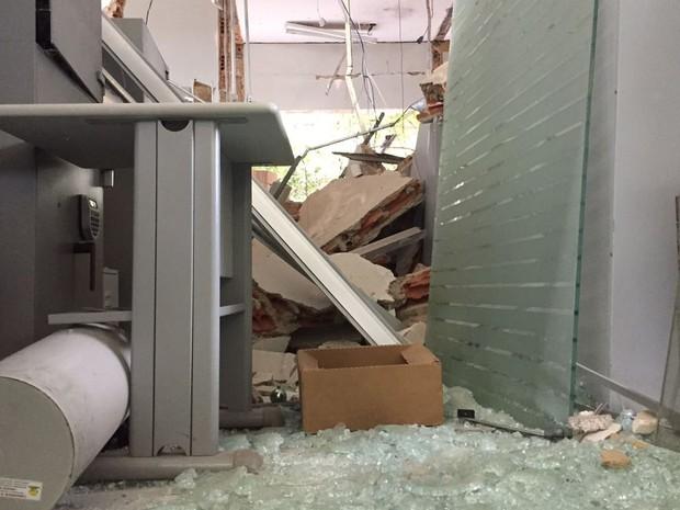 Seis explosões foram ouvidas por moradores (Foto: David de Tarso/TV Fronteira)