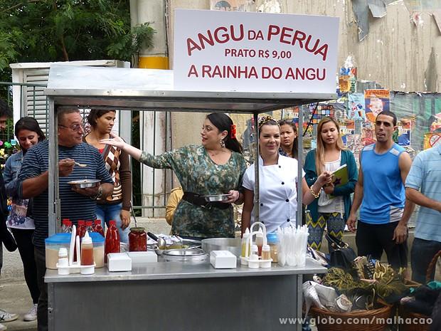 Soraia ajuda a amiga a voltar ao batente em grande estilo (Foto: Malhação / TV Globo)