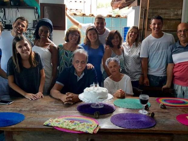 Pezão vai a Piraí para comemorar aniversário da mãe (Foto: Reprodução Facebook)