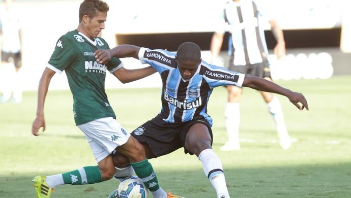 Goiás x Grêmio - Campeonato Brasileiro 2015 (Foto: Renato Conde / O Popular)