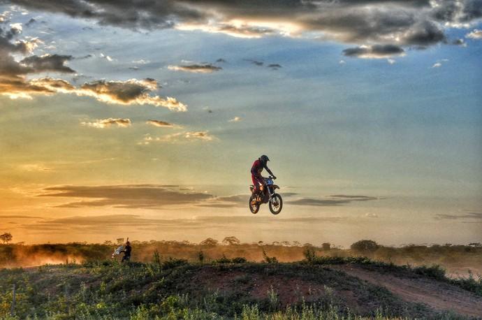 Cassiano é atleta do motocross em Caraúbas (Foto: Sérgio Luis / Divulgação)