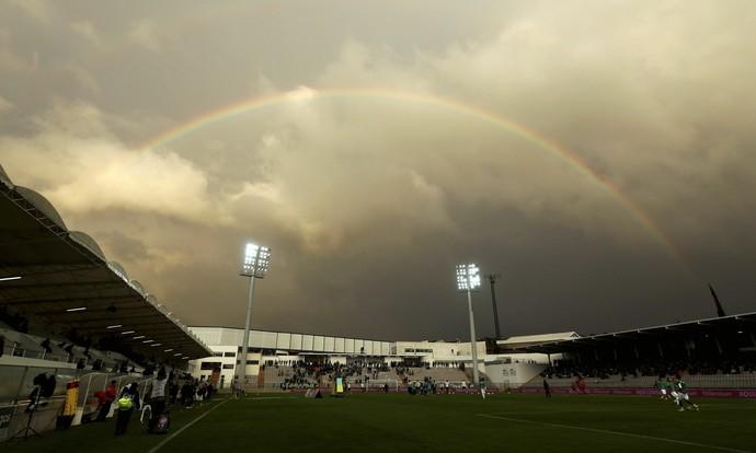 Arco-íris antes do duelo entre Sporting e Moreirense (Foto: EFE)