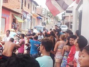 Agência do Bradesco foi invadida no fim da manhã desta terça-feira (12) (Foto: Divulgação/ Sargento Carlos)