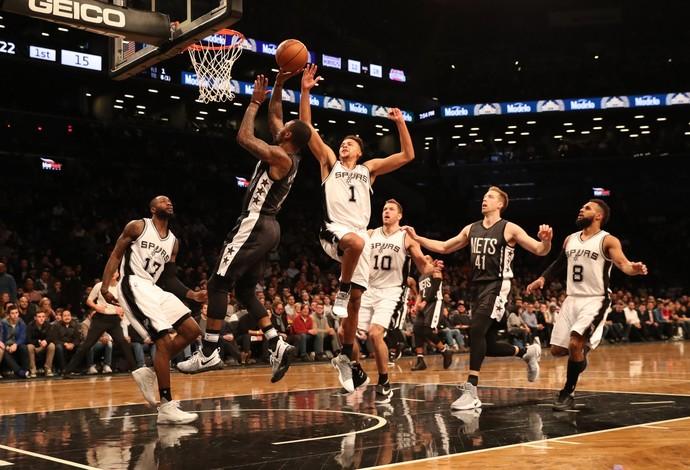 Spurs e Nets jogando em Nova York (Foto: Anthony Gruppuso-USA TODAY Sports)