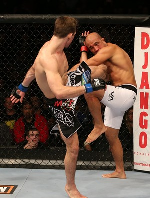 Rory MacDonald acerta BJ Penn UFC (Foto: Getty Images 	)