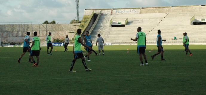 treino do botafogo-pb, botafogo-pb, bota-pb, treino botafogo-pb (Foto: Lucas Barros / GloboEsporte.com/pb)