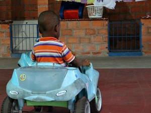 Haitianos sonham com uma vida melhor para os filhos brasileiros  (Foto: Jamile Alves/G1 AM)
